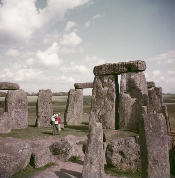An overview of one of the great wonders of the world stonehenge