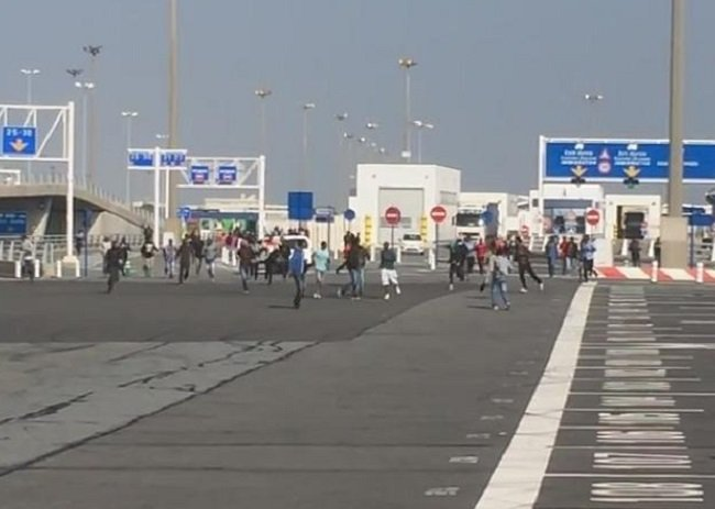 Migrants attempt to storm P&O ferry