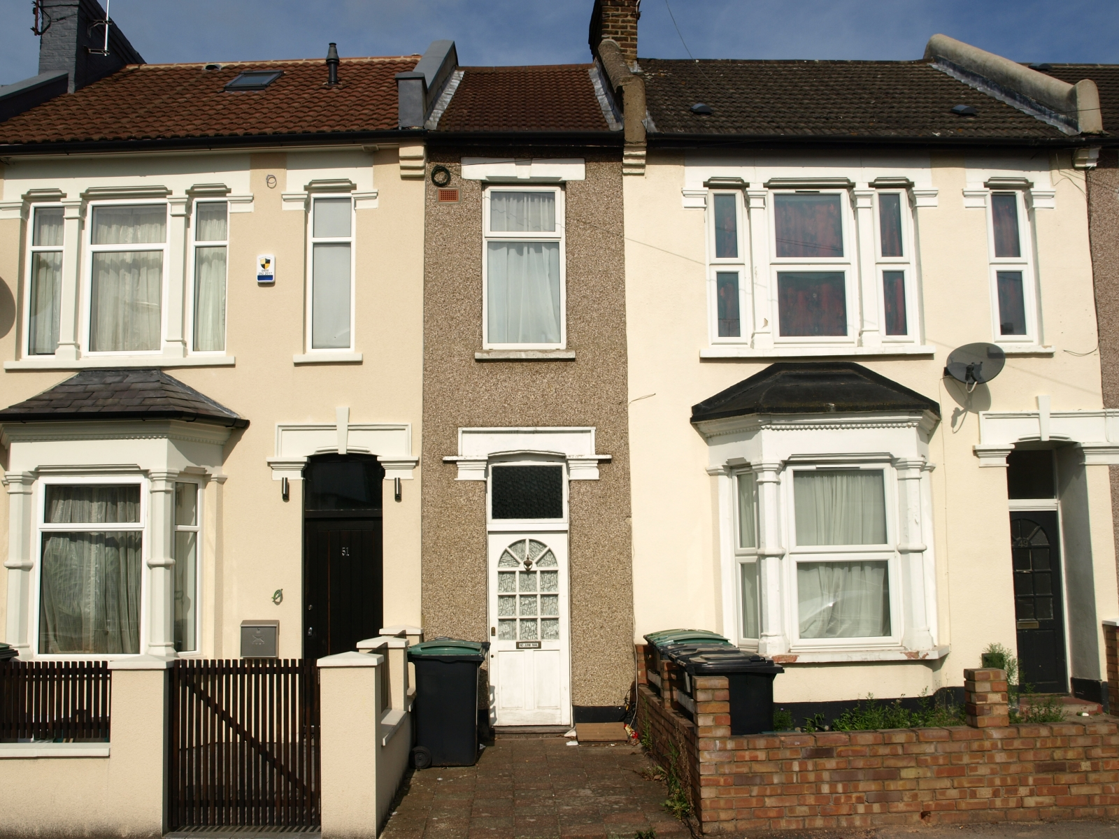 UK Housing Boom: £235,000 Will Buy You a 7-Foot Wide London House