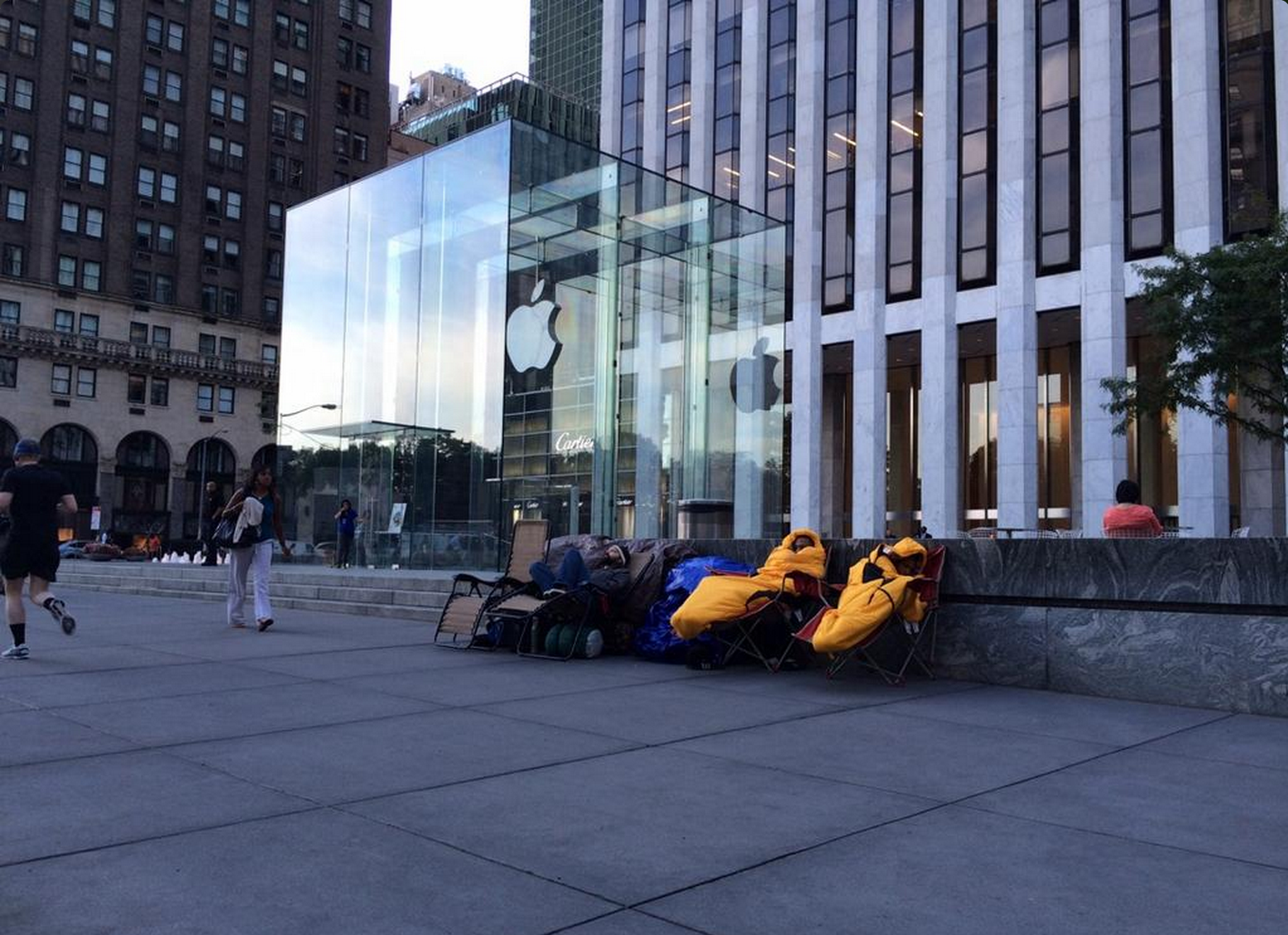 iPhone 6 Queue Begins 20 Days before phone goes on sale