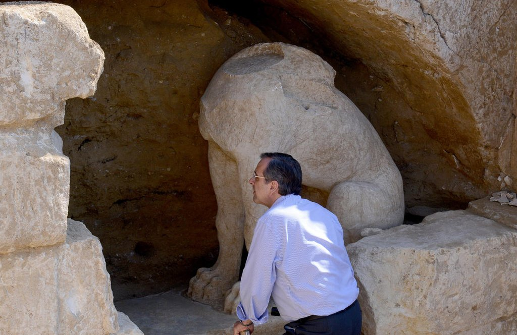 Greek PM Antonis Samaras takes a closer look at the ancient sphinxes discovered by archaeologists