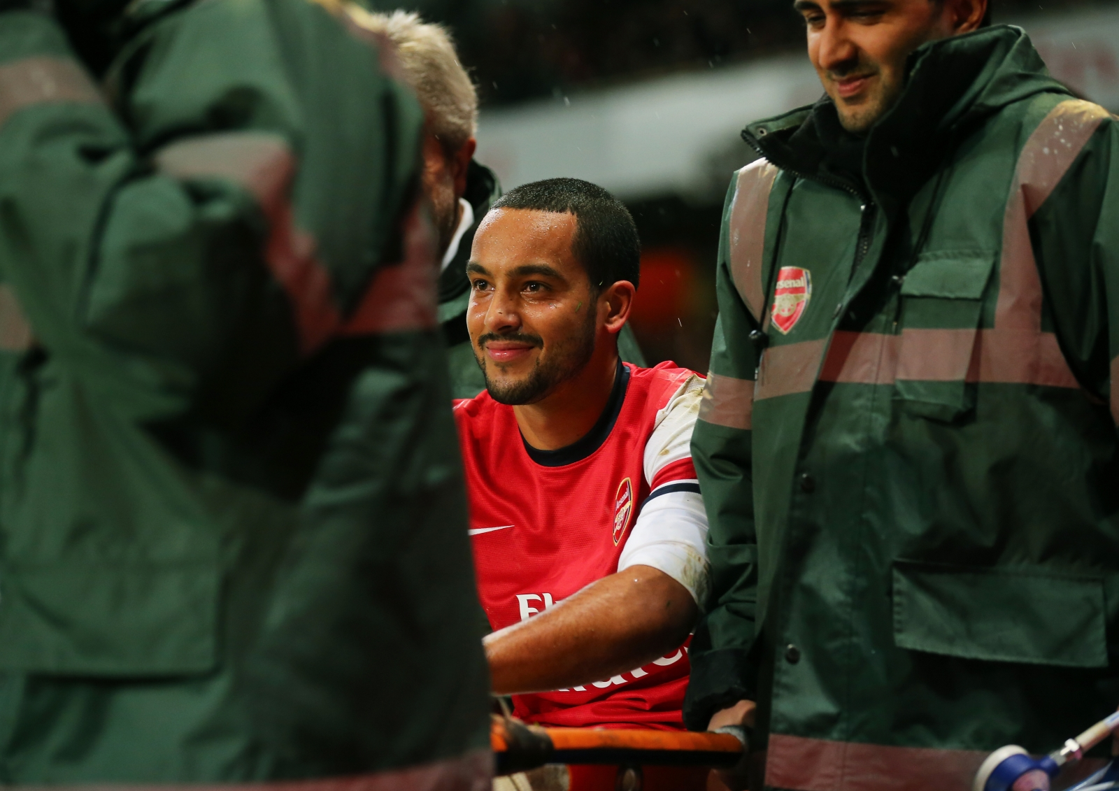 Theo Walcott knee injury Jan 2014