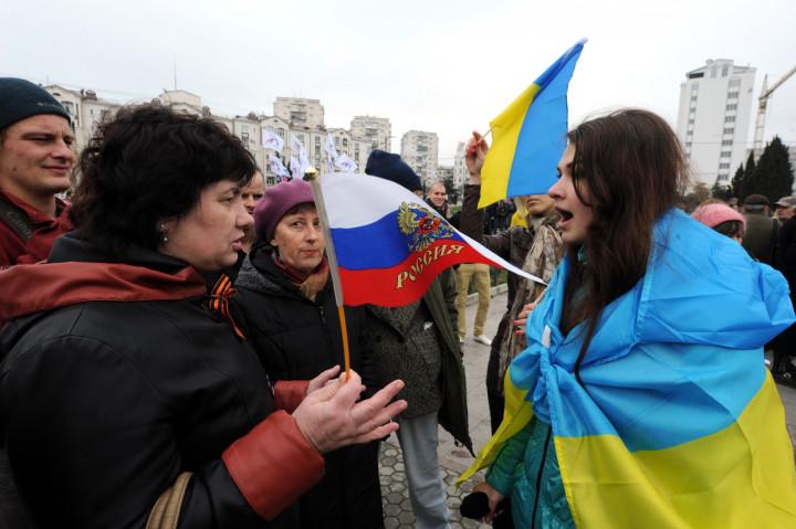 Pro-Ukrainian and pro-Russia demonstrators face-off in Sevastopol in March. (Getty)
