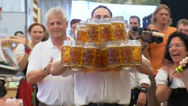 German Waiter Breaks Beer-Carrying Record