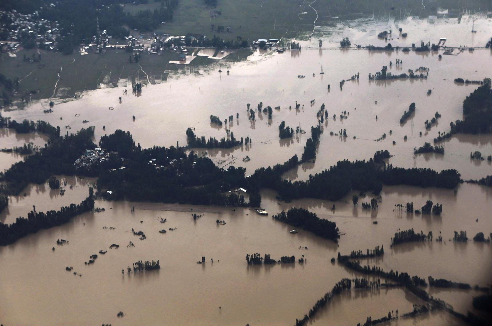 FLOODS.SUBMERGED