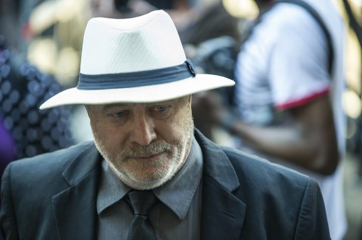 Oscar Pistorius' father, Henk Pistorius, arrives at court for judgement day