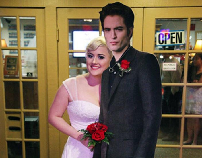Robert Pattinson Gets Married Twilight Fan Says I Do