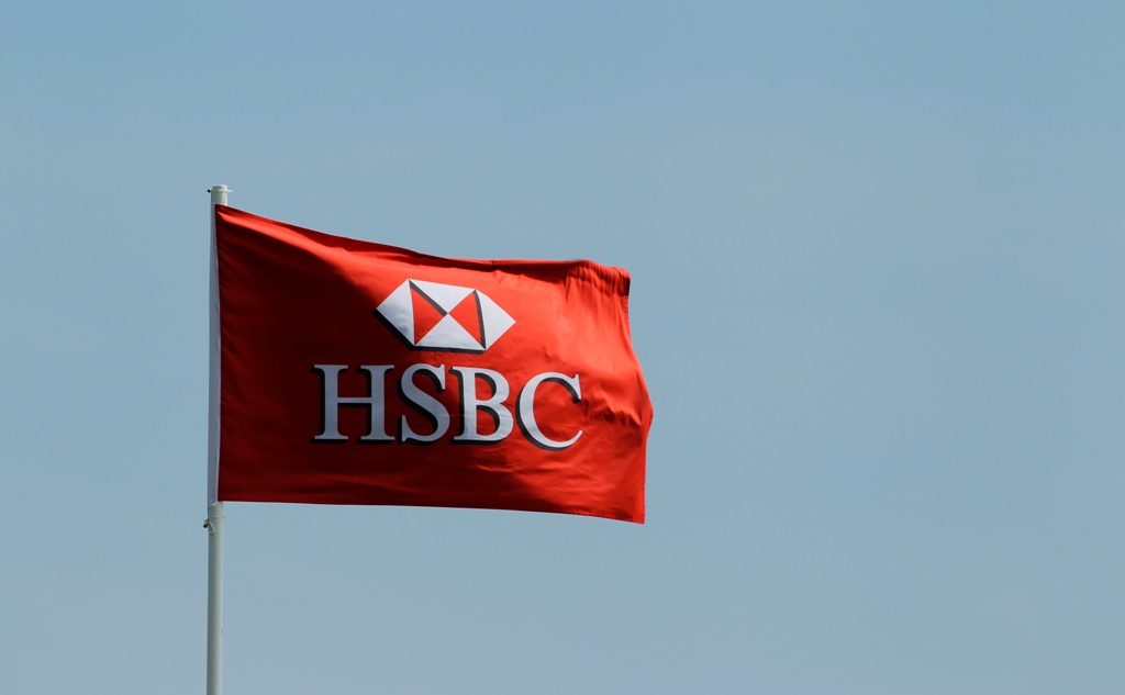 HSBC's shares tank 5% on dismal 2014 earnings