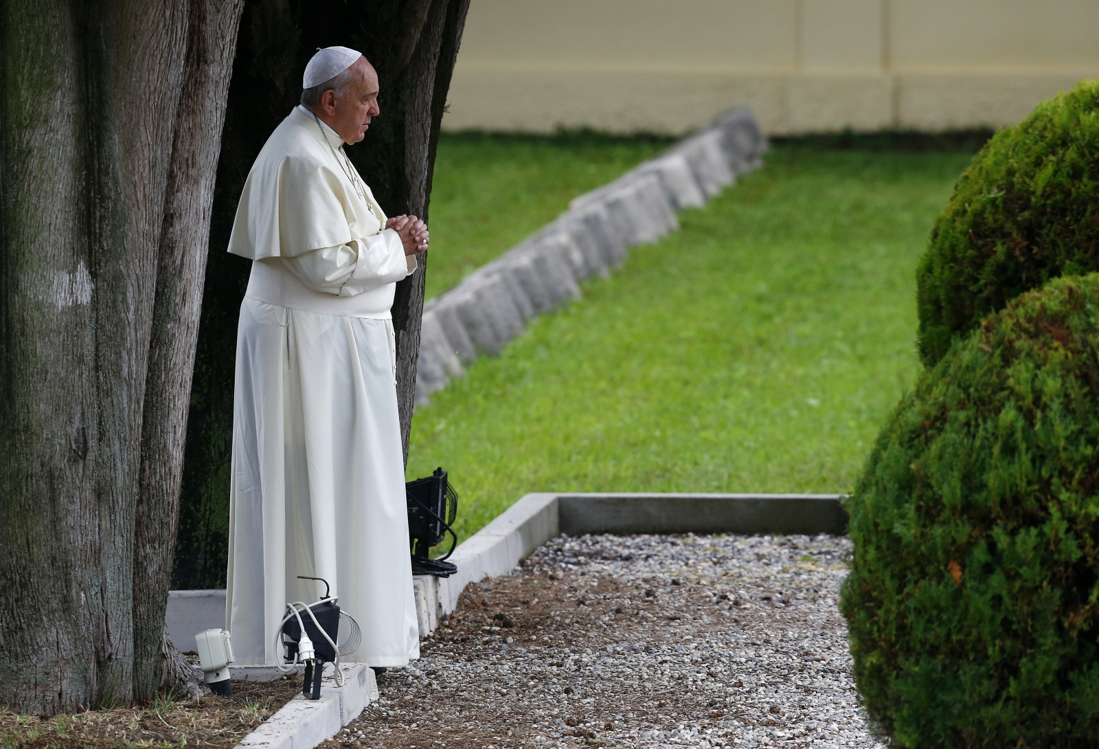 Pope Francis prays for the fallen in Redipuglia. (Reuters)