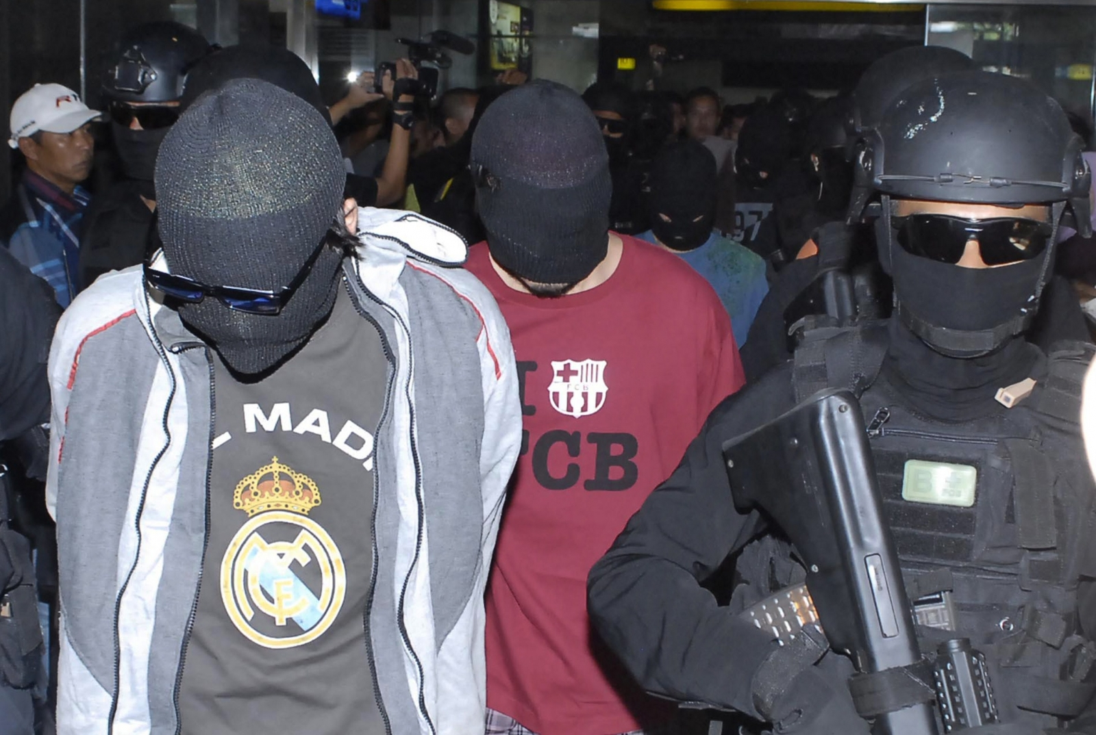 Two of the four suspected Turkish isis militants arrested by Indonesian police shortly after their arrival at Jakarta Airport. (Getty, Bima Sakti)