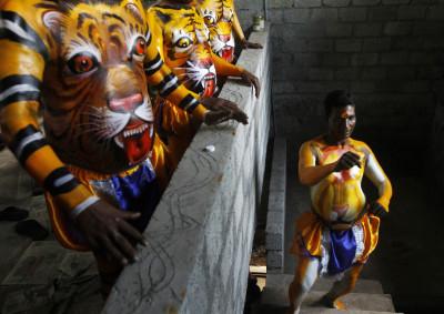 Onam Trichur India Festival Dancer