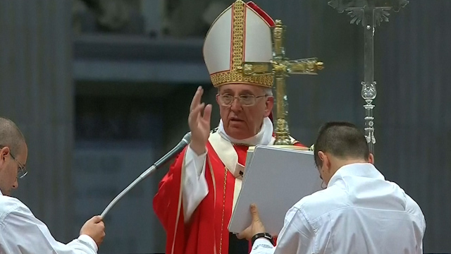 Pope Francis Marries Cohabiting Couples
