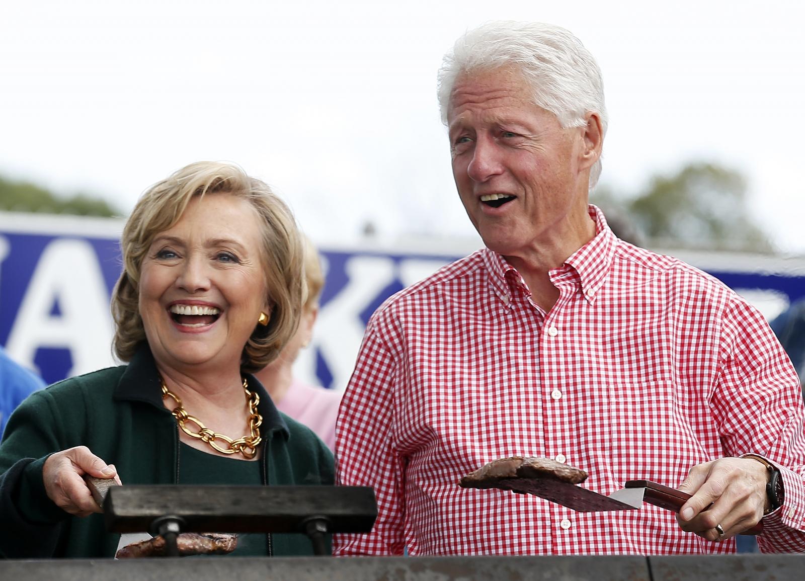 Clintons At Iowa Steak Fry