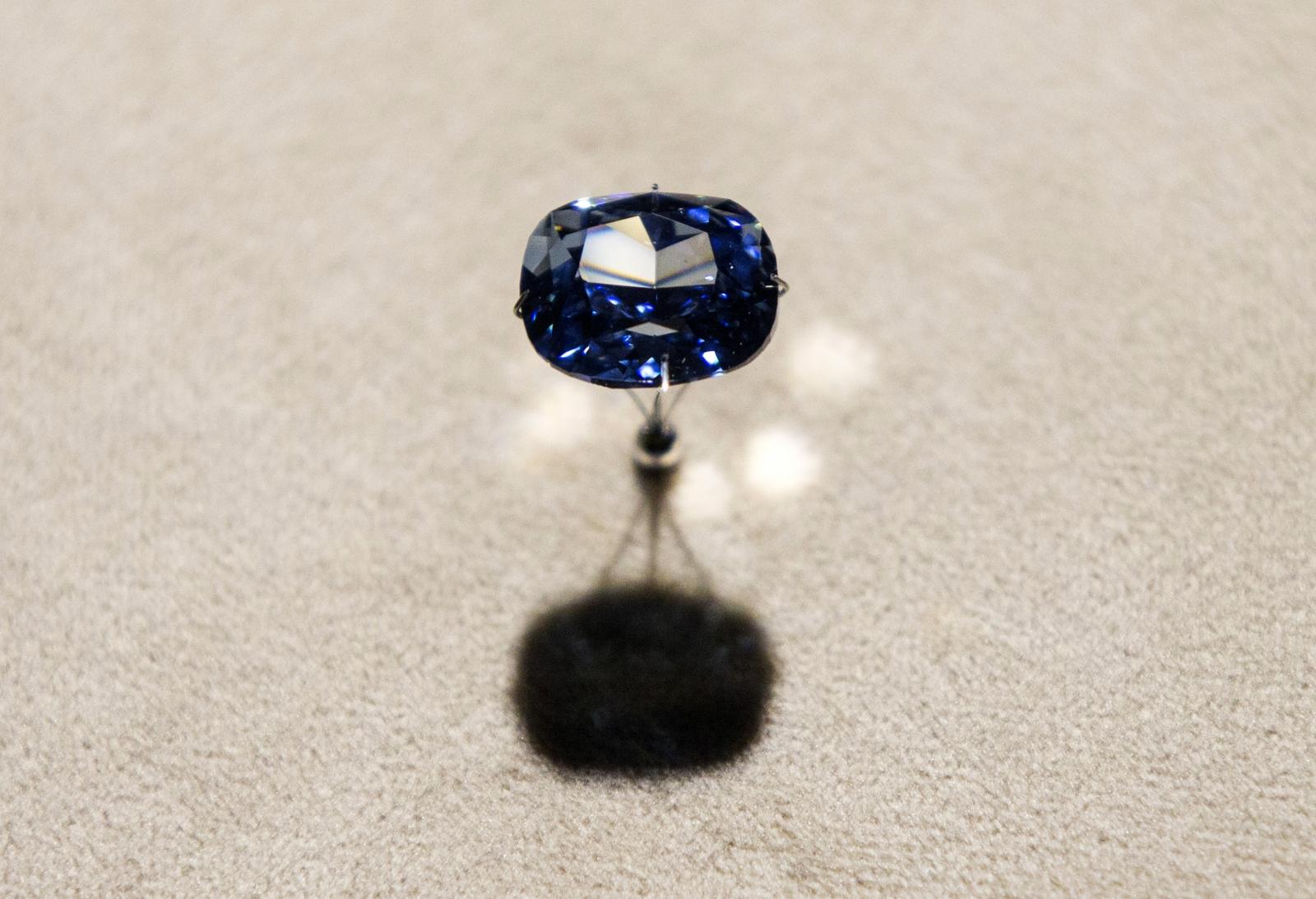 MOON.DIAMOND