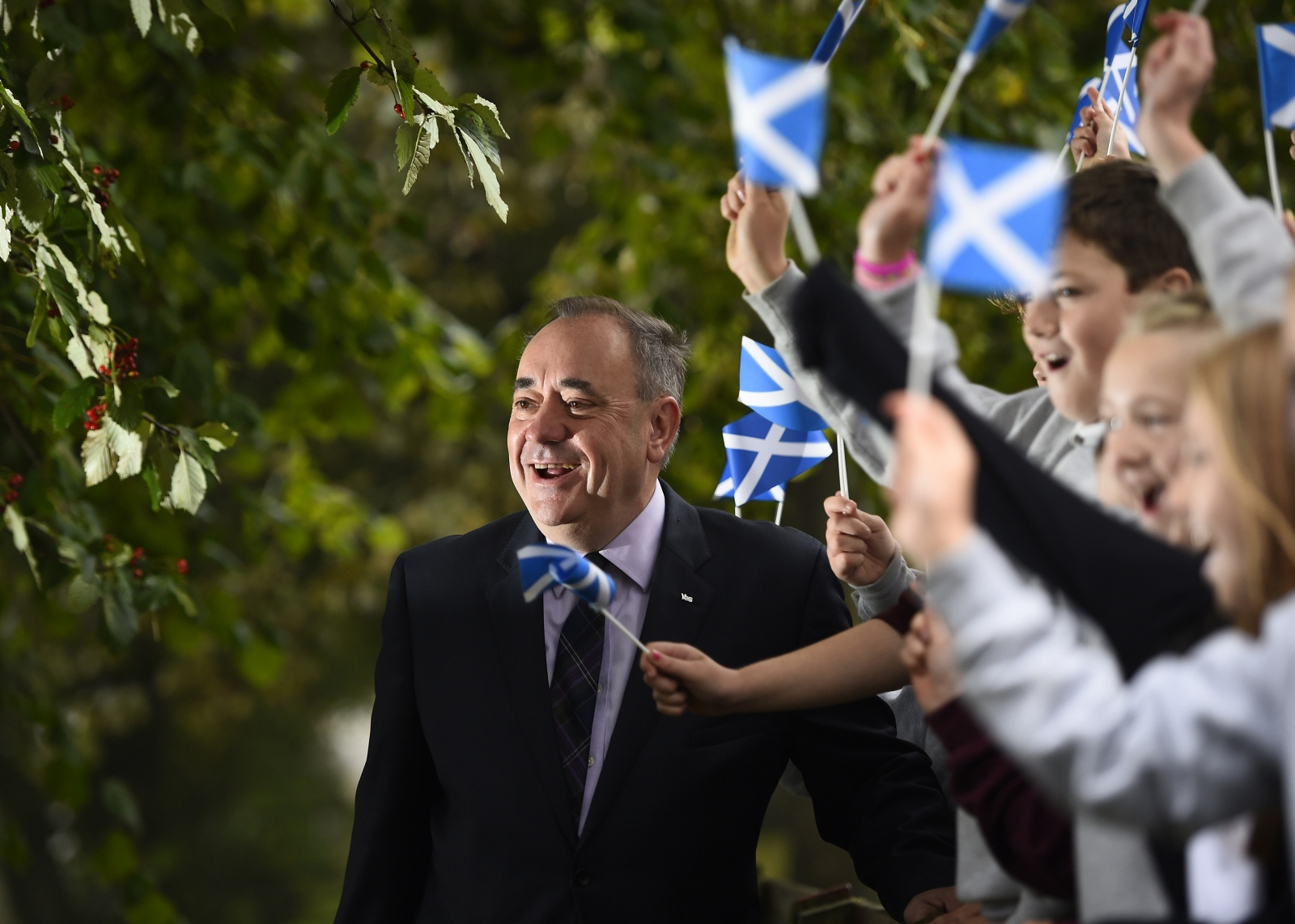 Alex Salmond and schoolchildren