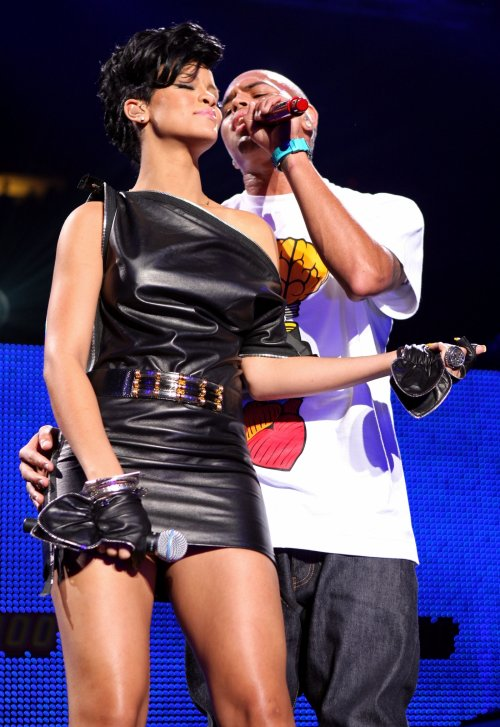 Rihanna and Chris Brown perform on stage