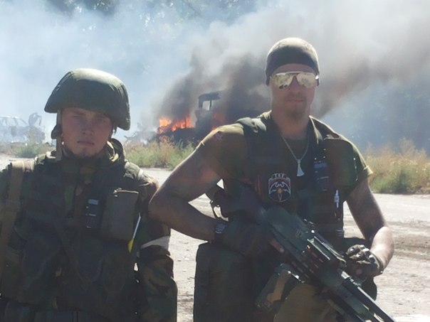 Aleksey Yuryevich (L) poses with a fellow militant
