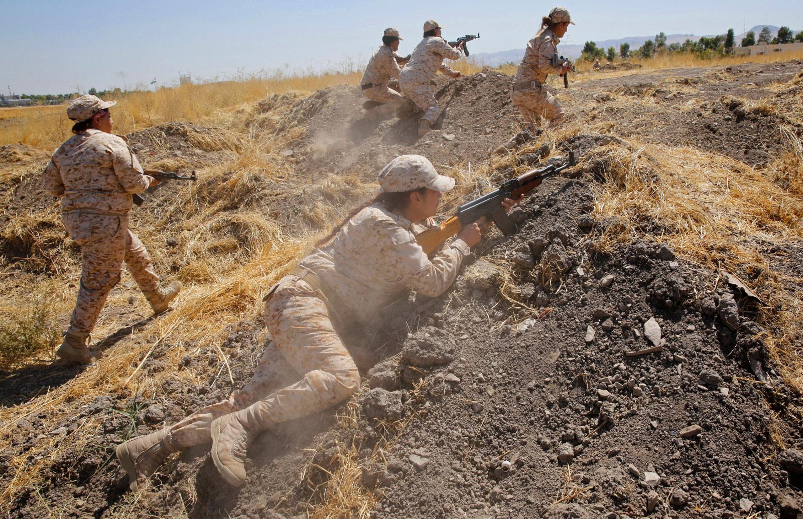 Kurdish Peshmerga female fighters 01