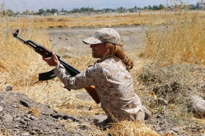 Kurdish Peshmerga female fighters 09
