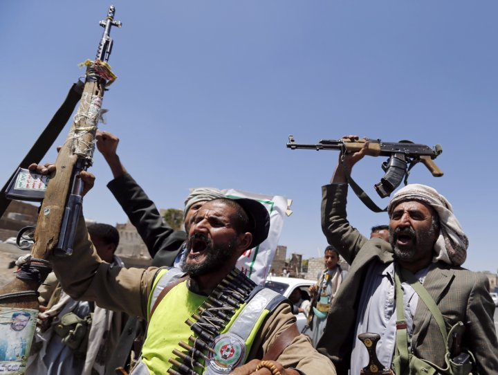 Shi'ite Houthi rebels and government forces fought for a fourth straight day in the Yemeni capital