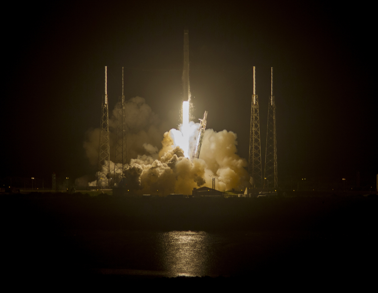 SpaceX Rocket Blasts Off Towards International Space Station