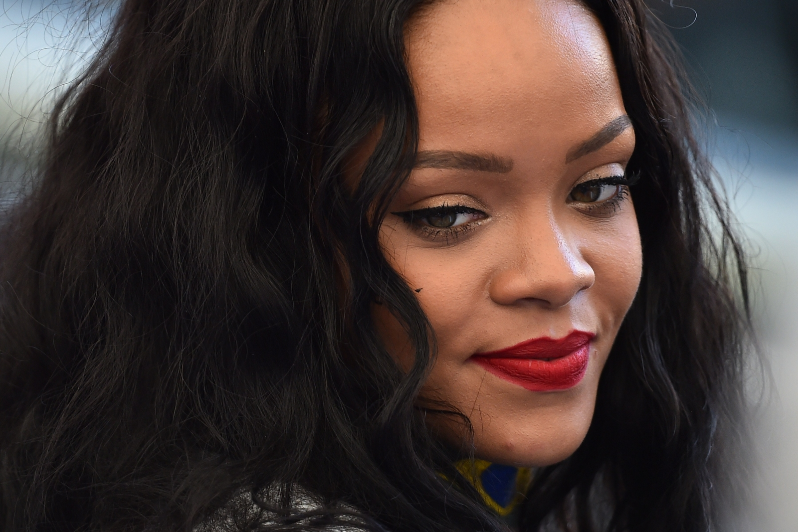 Rihanna wants Leonardo DiCaprio to get into shape as he is 'flabbier than her usual lovers'