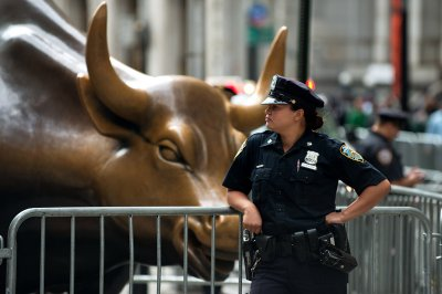 flood wall street bull