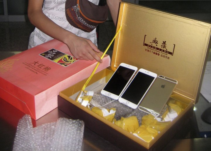 iPhone 6 Smuggled into China in Tea Box