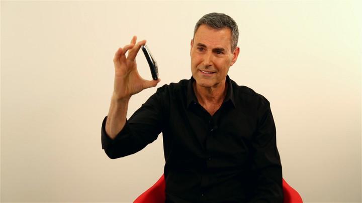 Uri Geller Claims iPhone 6 'Bendgate' is Caused by 'Mind Energy'