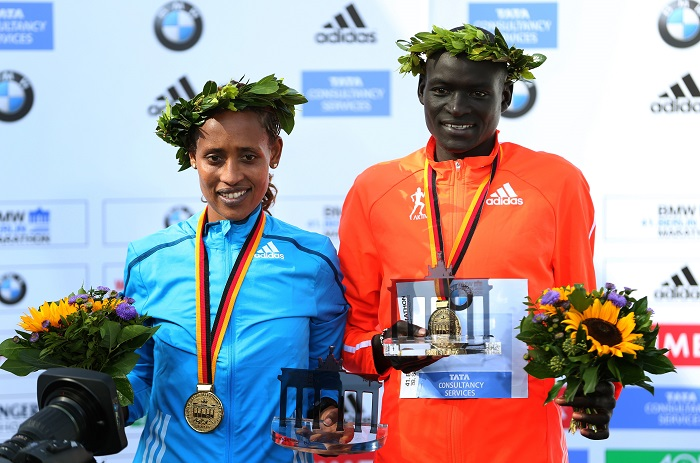 Dennis Kimetto stands with Ethiopia's Tirfi Tsegaye, who won the women's race