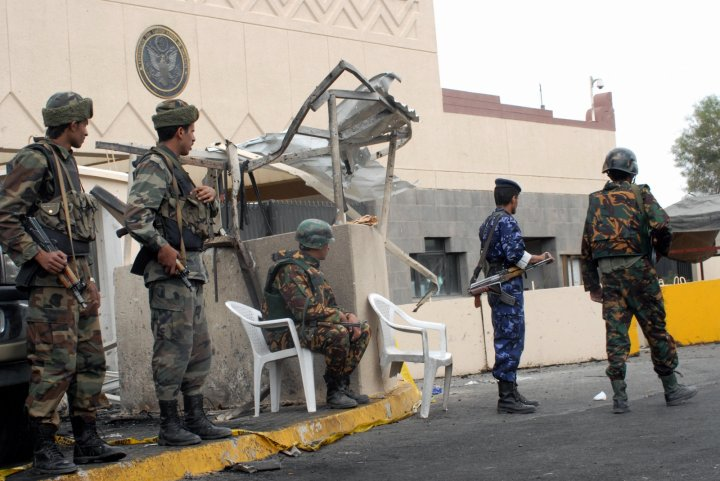 Yemeni soldiers guard the US Embassy coumpound in Sanaa (KHALED FAZAA/AFP/Getty Images)