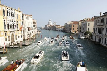 clooney wedding venice boats