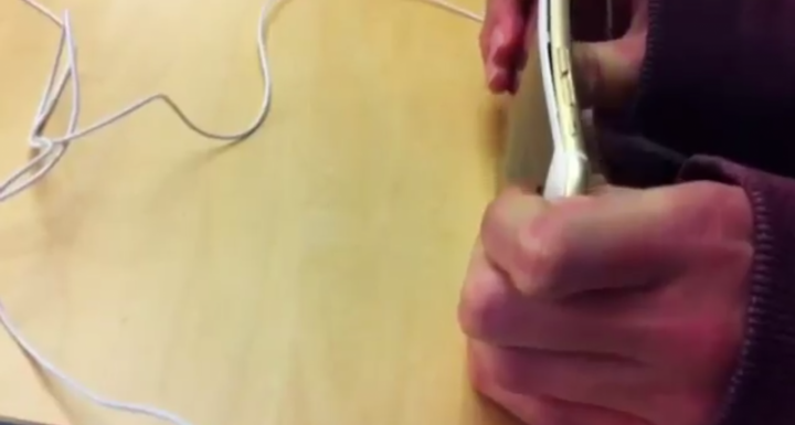 iPhone 6 Plus Bent in Apple Store by Teenagers