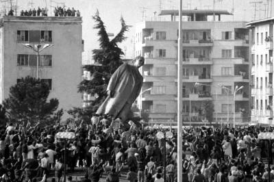 hoxha albania statue