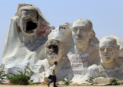 mubarak statue