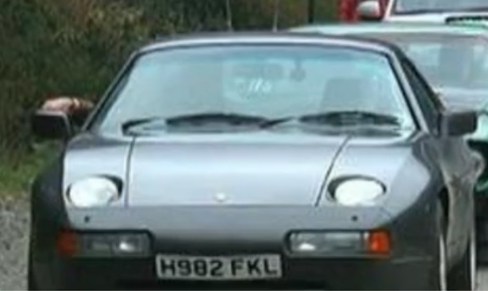 Top Gear car's registration plate which hints at the Falkands war of 1982