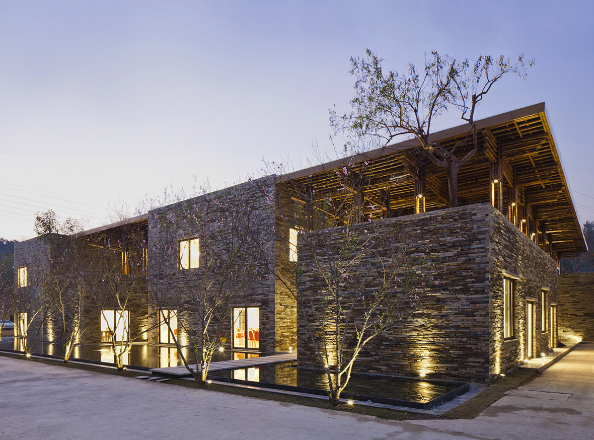Hotel and leisure: Son La Restaurant by Vo Trong Nghia Architects