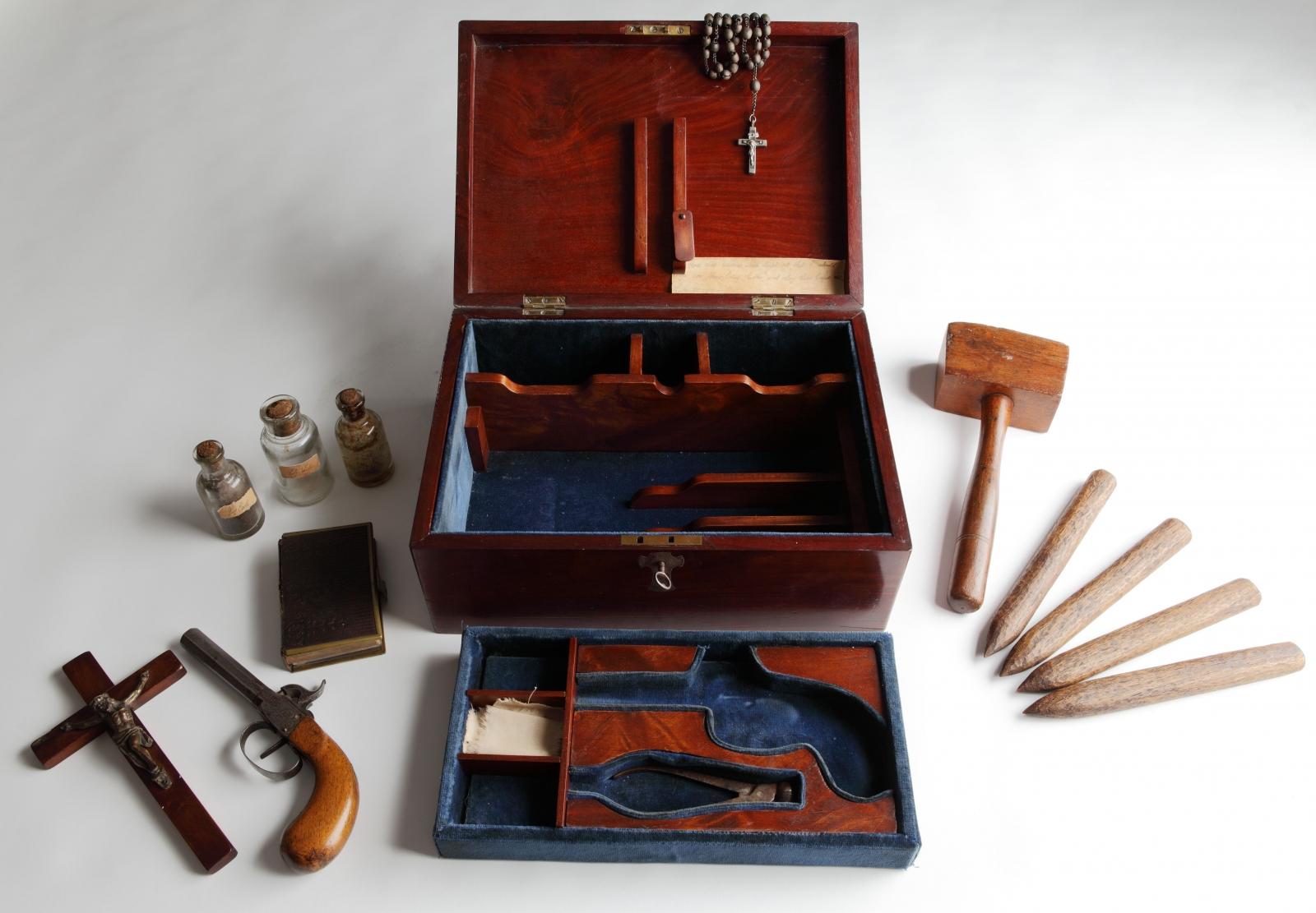 Victorian Vampire Hunting Kit