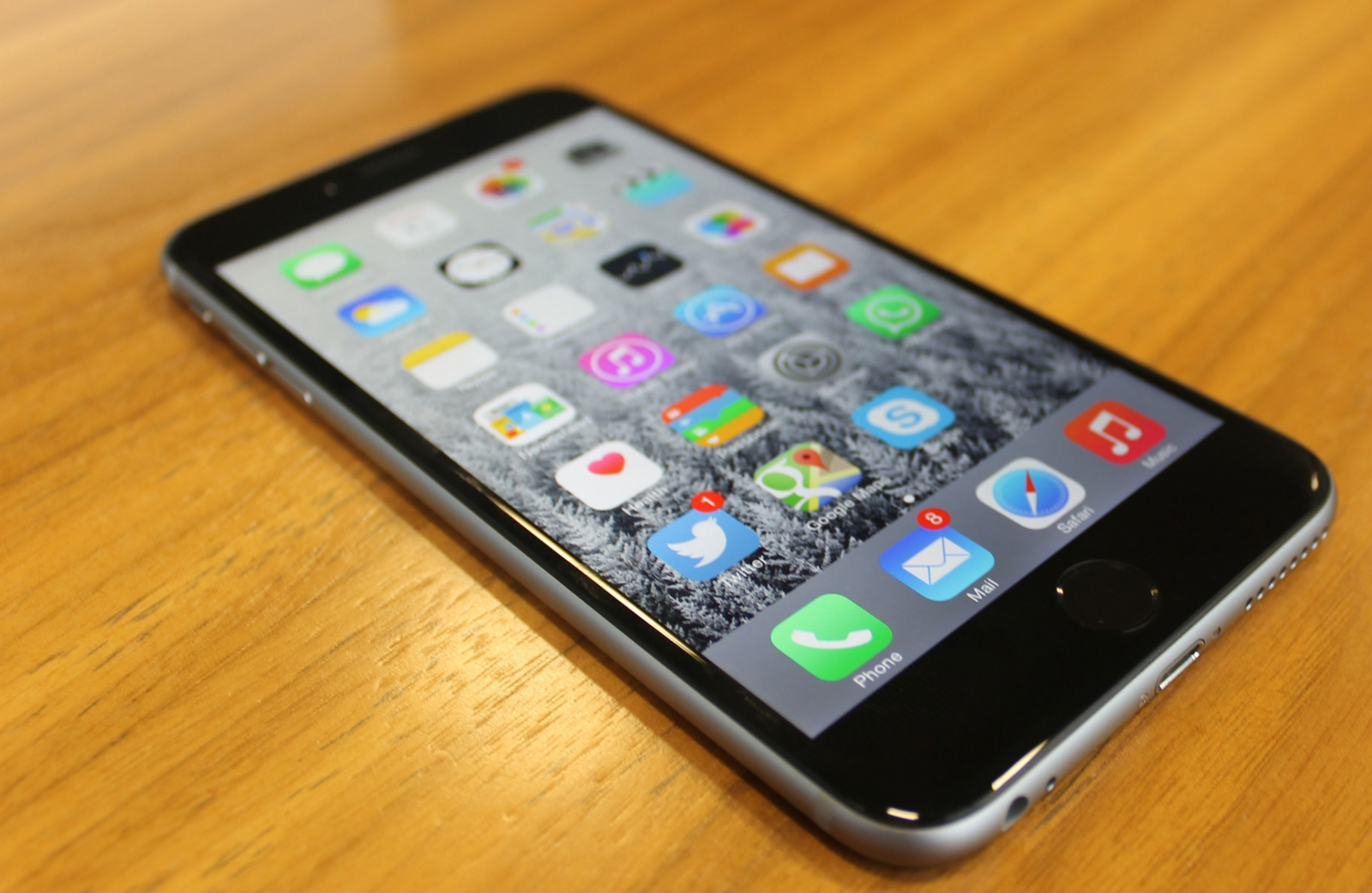 apple iphone 6 plus review iphone 6 plus review apple proves that big is beautiful 2269
