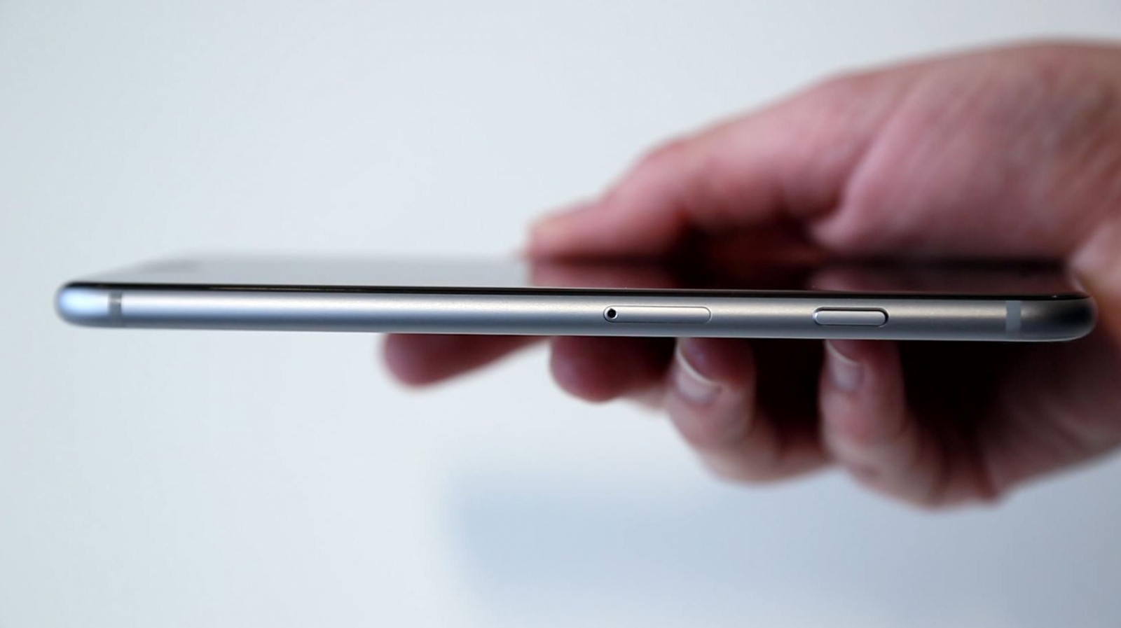 iPhone 6 Plus Review - Apple Proves That Big is Beautiful