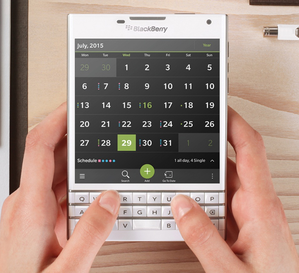 White Blackberry Passport Now Reaches UK: Smartphones up for Pre-Ordering