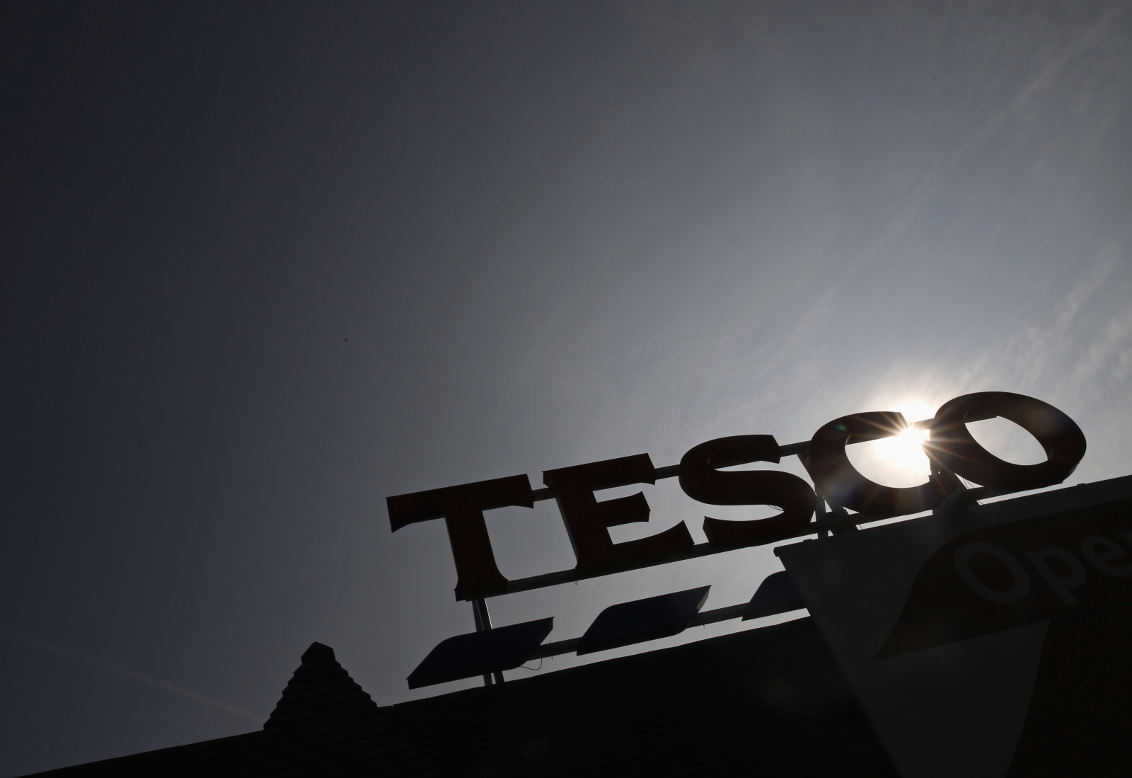 Tesco Boss Dave Lewis to Provide Impact of Accounting Blunder Next Week
