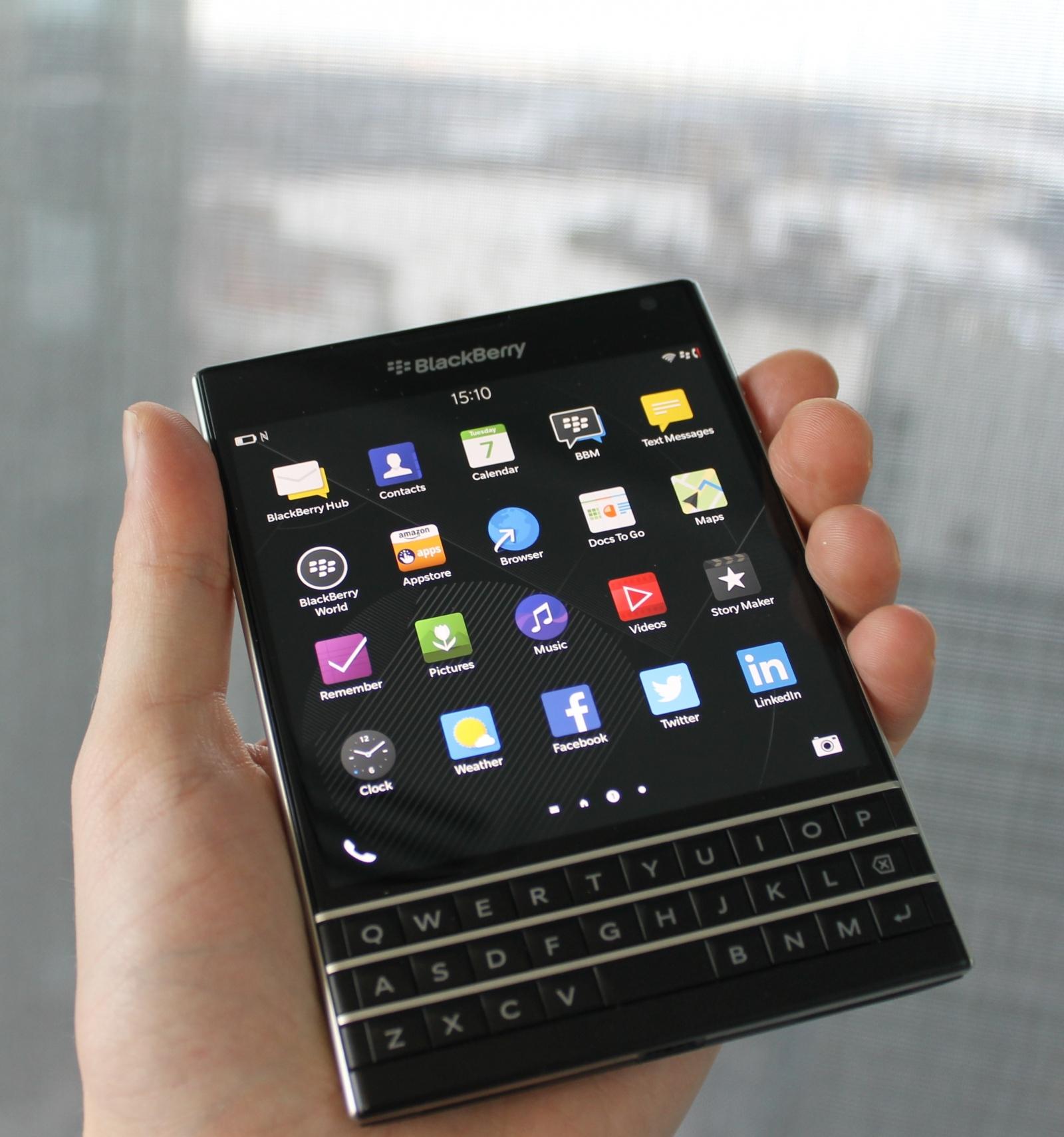 blackberry passport review design