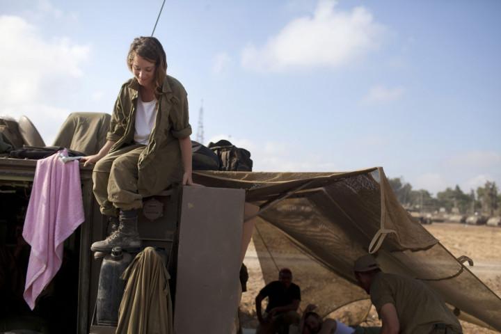 Israel female soldier