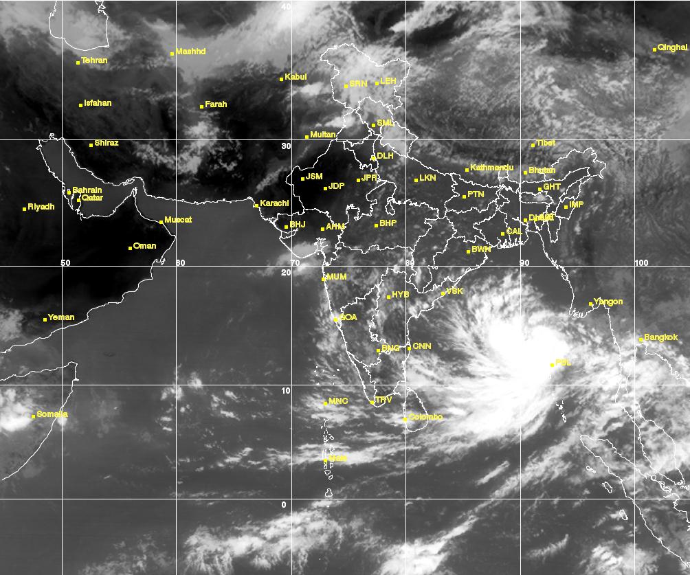 india cyclone hudhud likely to hit odisha and andhra