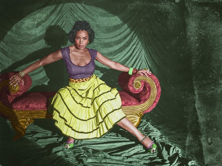 American Horror Story: Freak Show - Three-breasted woman, played by Angela Bassett
