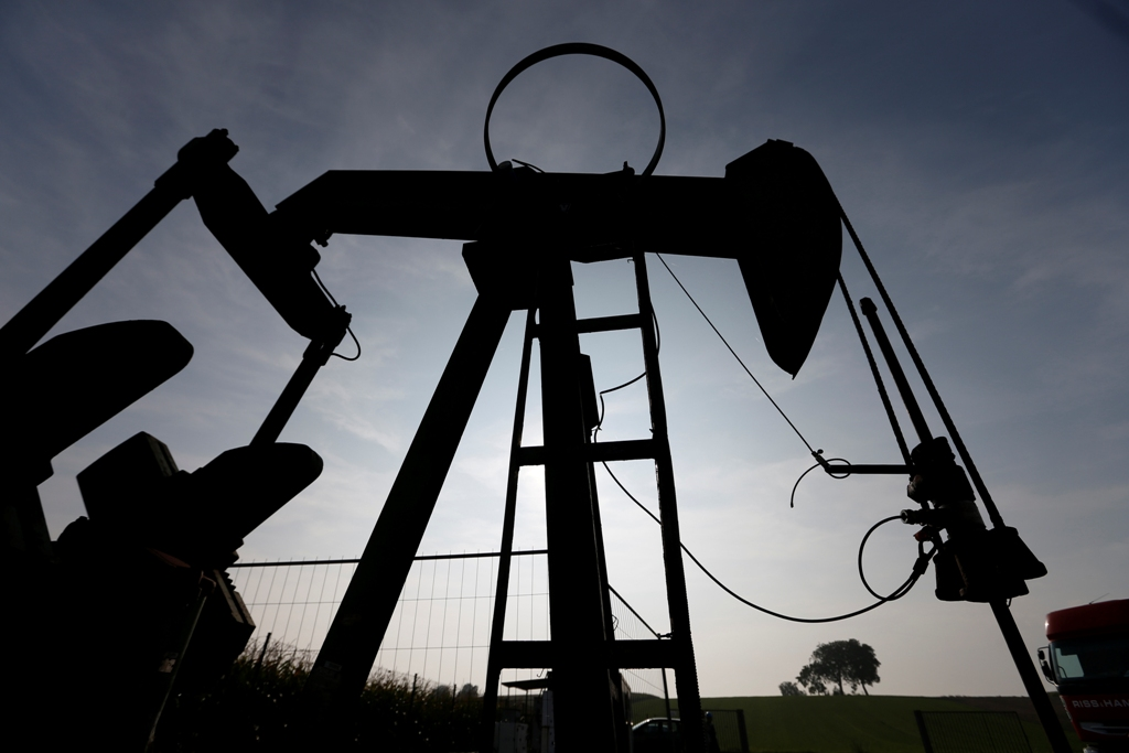 Oil Prices Drop Amid Global Slowdown Fears