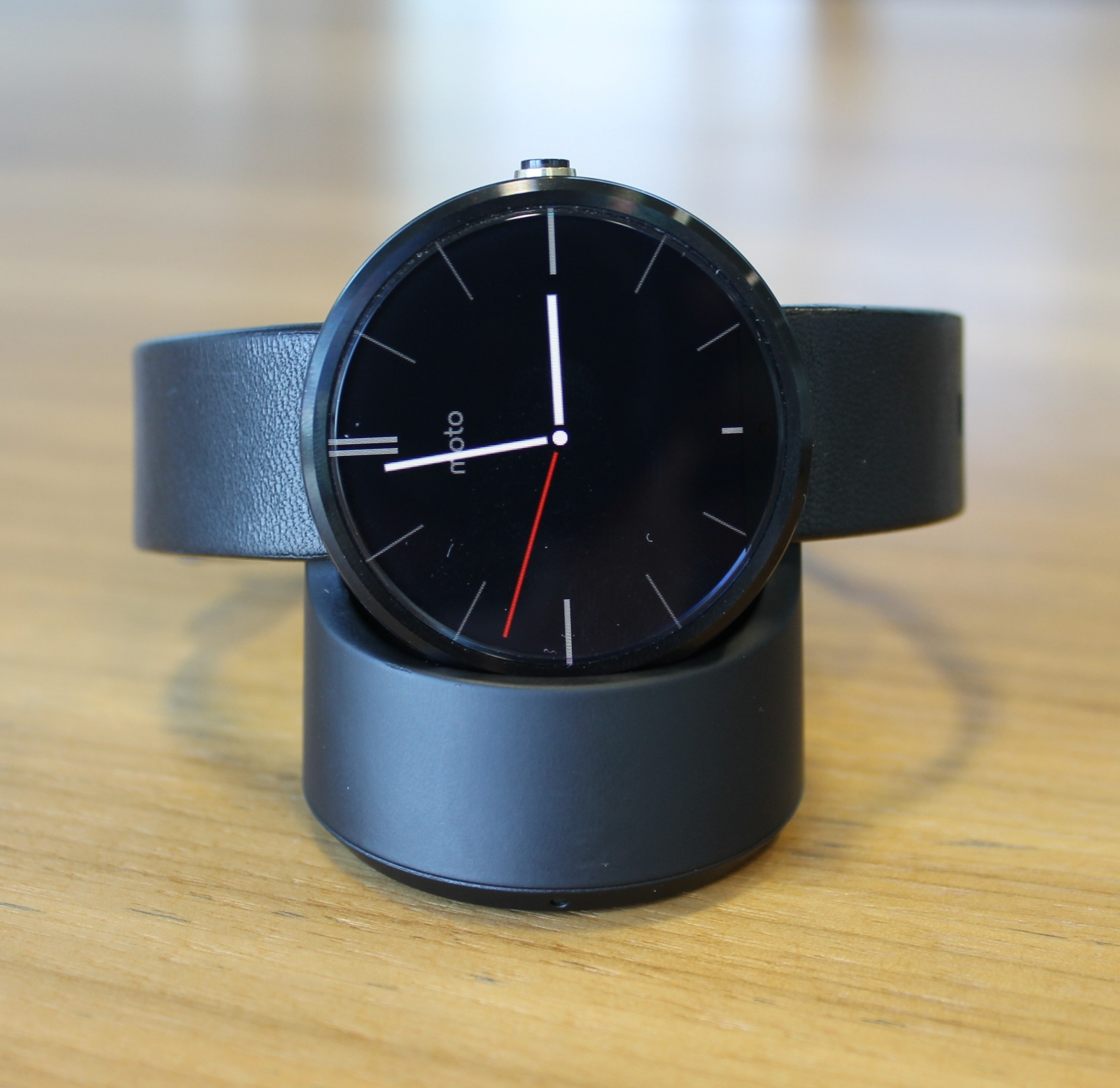 Moto 360 Review: Style and Substance but Still Not Time ...
