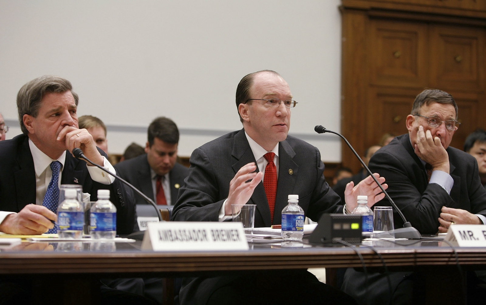 Stuart W Bowen testifies at the US Congress. To his right, is Paul Bremer, former head of the Coalition Provisional Authority. (Getty)