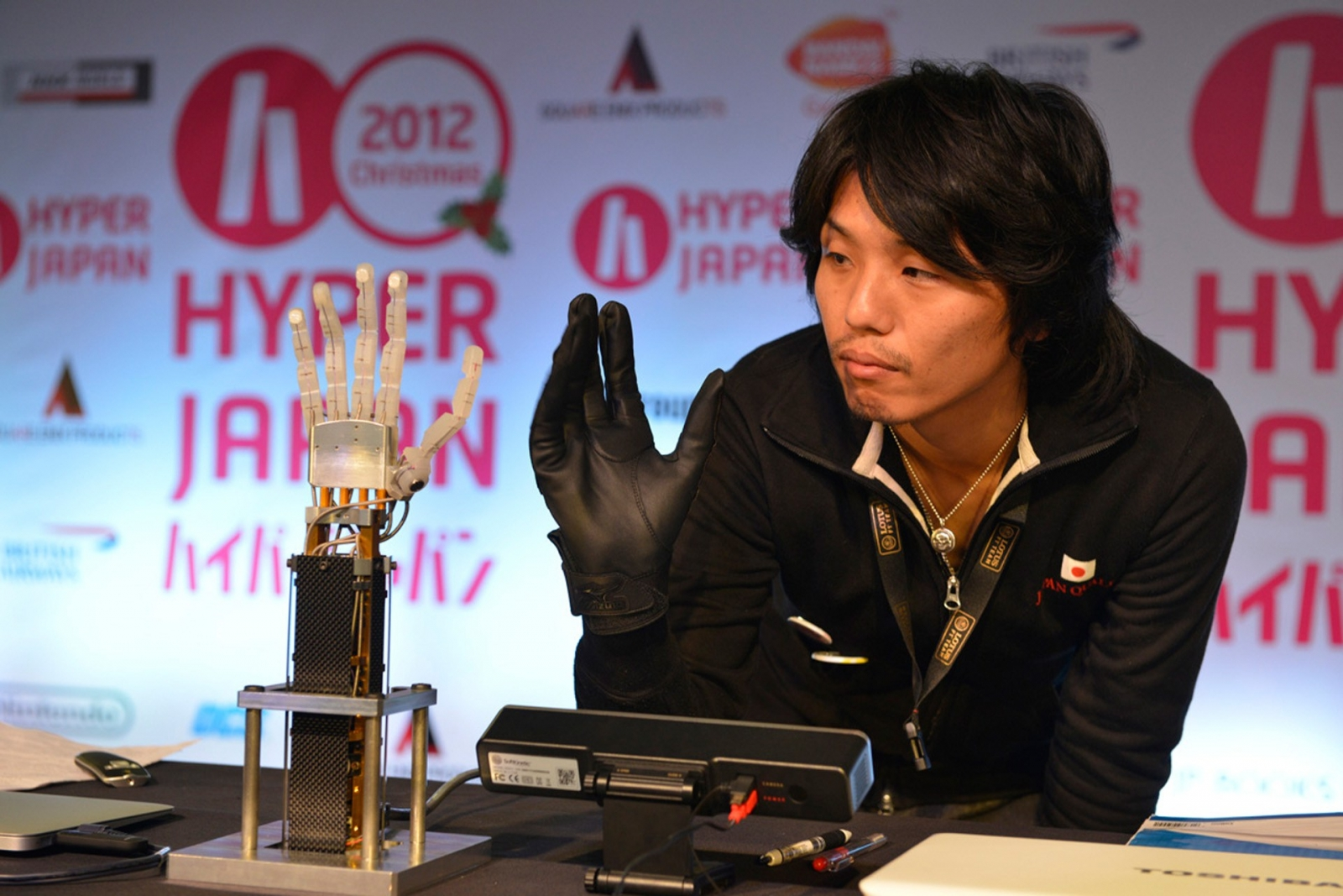 Handroid – The Advanced Robot Hand That Could One Day Be Used by Amputees